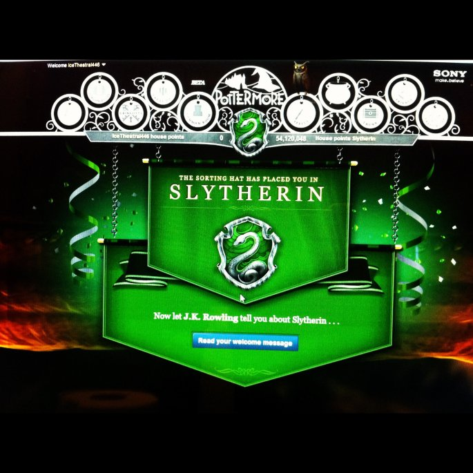 Got sorted into Slytherin on Pottermore <3